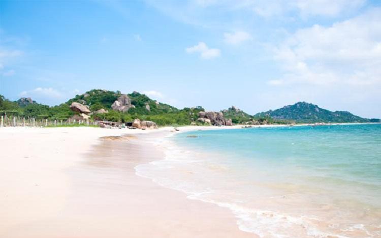 Một bãi biển hoang sơ vừa được Sở du lịch Thanh Hóa đưa vào khai thác và đã đạt lượng khách khổng lồ