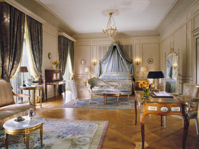 Fine-furnishings-elegant-materials-and-perfect-proportion-all-come-together-in-the-MauricePresidentialSuite11-635x476