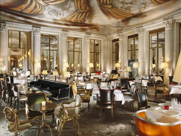 Restaurant-le-Dali-with-an-exclusive-painted-ceiling-by-Ara-Starke1-635x476