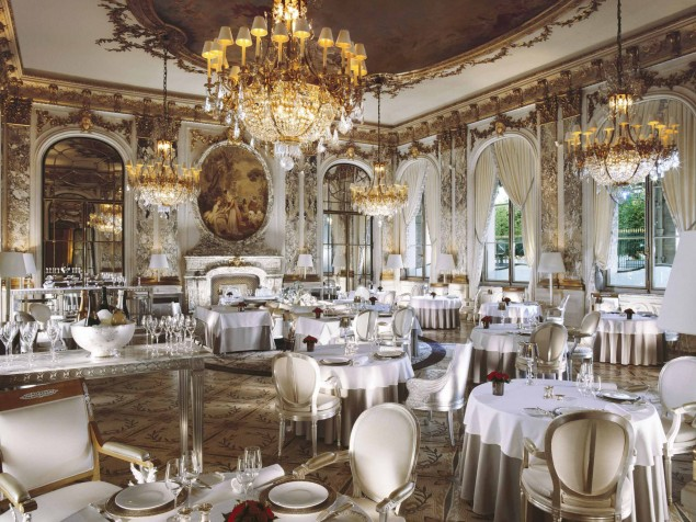 The-classic-perfection-of-the-Restaurant-Le-Maurice1-635x476
